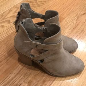Shoes - Rampage taupe bootie size 7.5